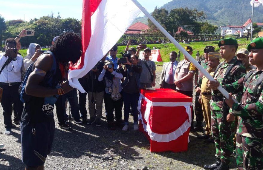 Upacara Penerimaan Warga, Mantan KSB Talengga Gire Resmi Kembali Ke Pangkuan NKRI/fajarbadung.com