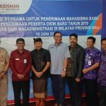 Para Kadis Pendidikan Dan Rektor Tanda Tangan Deklarasi Peneriman Siswa Bersih/fajarbadung.com