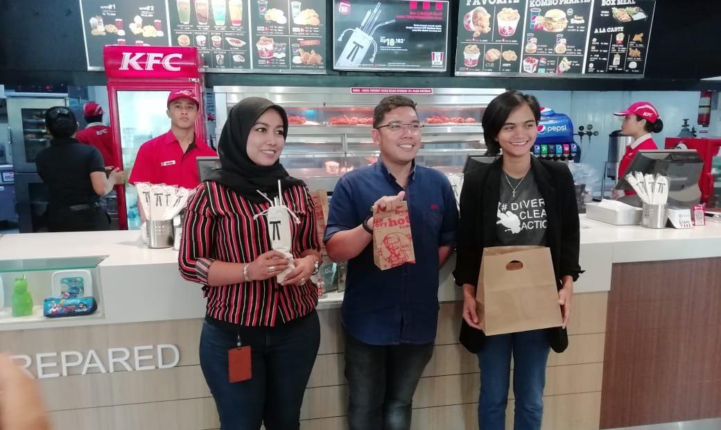 KFC Tiga Kota Di Indonesia Sudah Pakai Paper Bag Bagi Konsumen/fajarbadung.com
