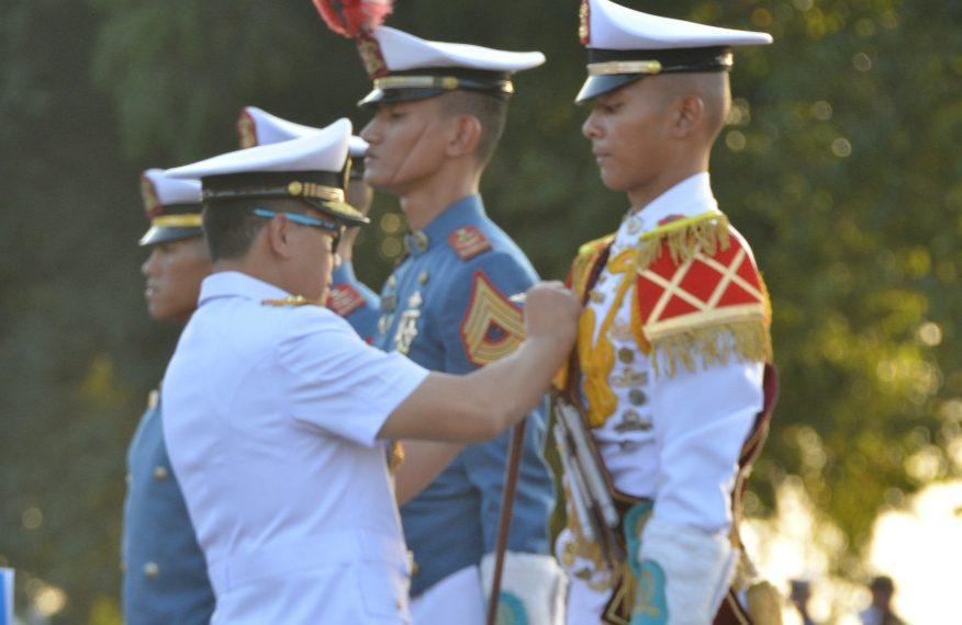 Gubernur AAL Pimpin Parade Surya Senja/fajarbadung.com