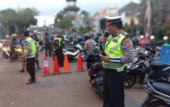Penampahan Galungan Polres Bangli Lakukan Pengamanan Pasar Tumpah Di Pasar Kidul/fajarbadung.com