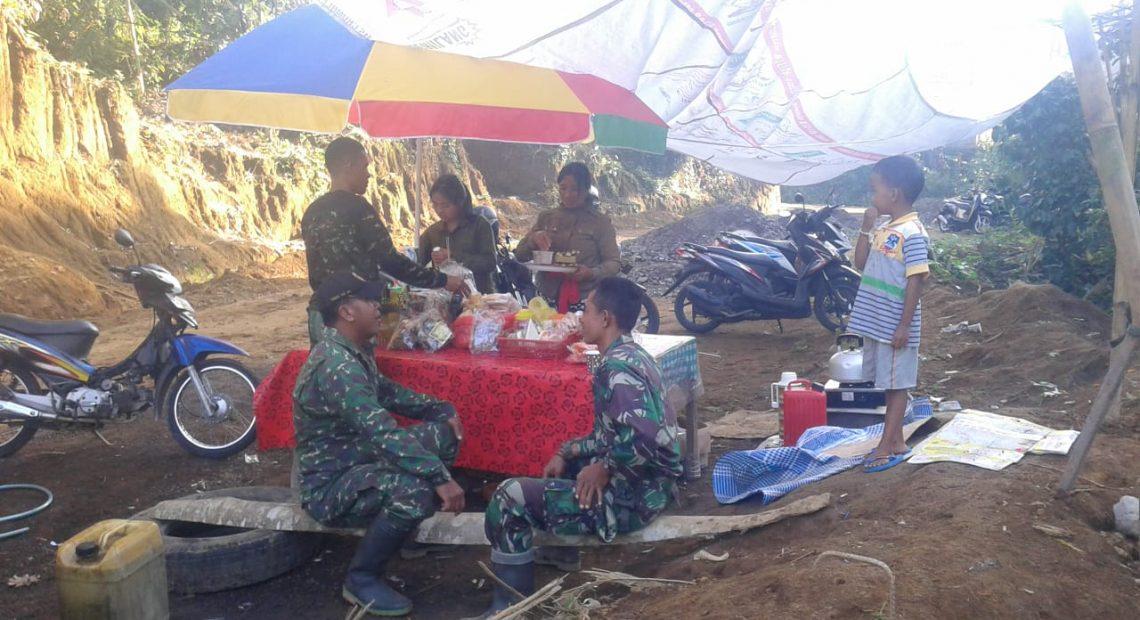 Cerita Pedagang Kecil Di TMMD Ke 105 Kodim Klungkung, Astungkara Penghasilan Kami Meningkat /fajarbadung.com