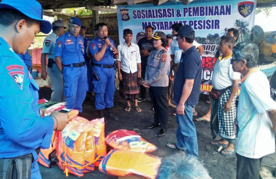 Wakapolres Tabanan Memberikan Sosialisasi Radikalisme Terhadap Masyarakat Pesisir/fajarbadung.com