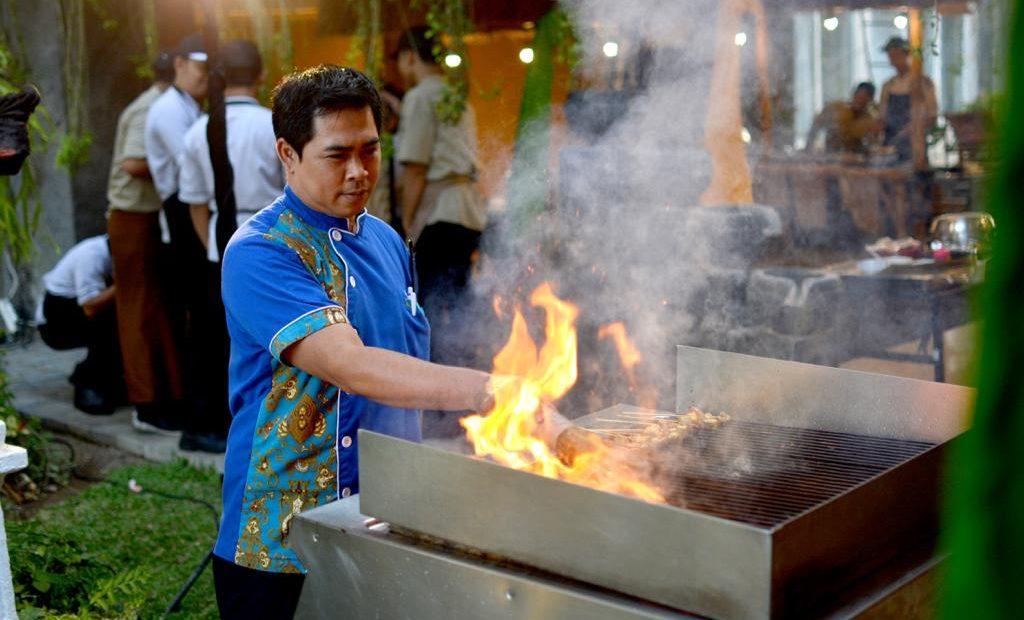 Nongkrong, BBQ, dan Angkringan Di Jempiring Restaurant/fajarbadung.com