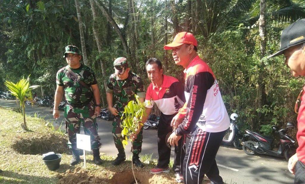 Bersama Hijaukan Kembali Bumi Indonesia, Kodim Badung Tanam Ribuan Pohon/fajarbadung.com