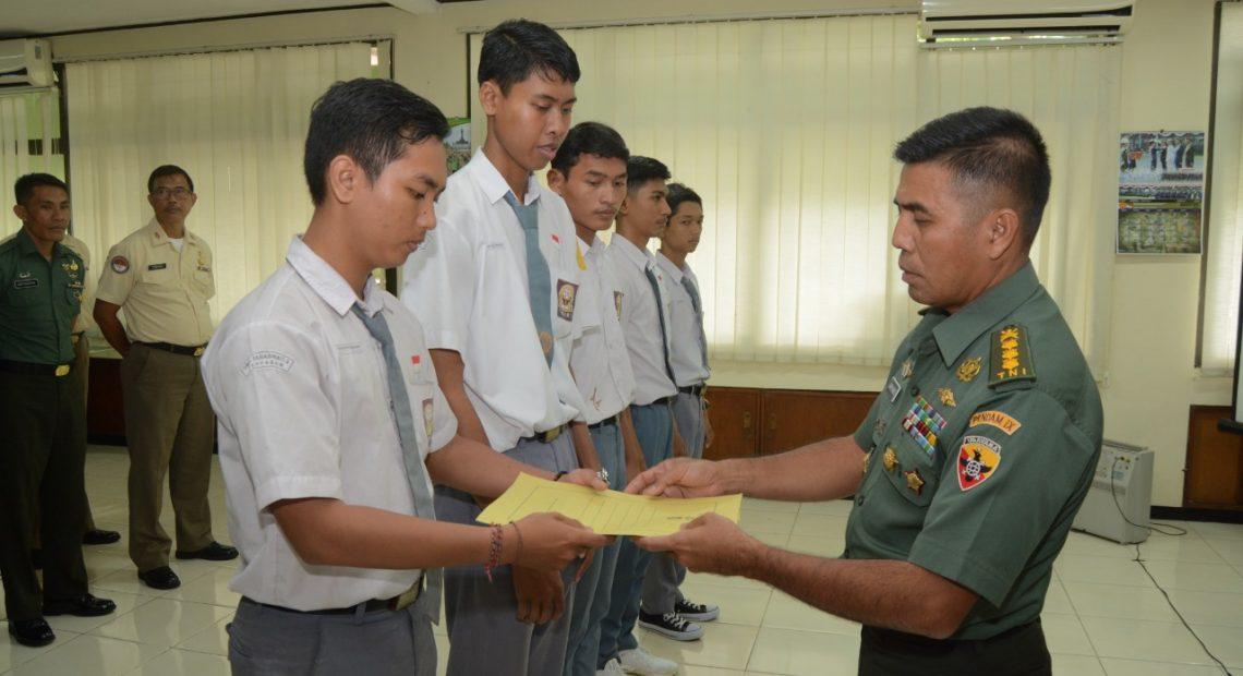 Dukung Program Sekolah , Kapendam Resmi Tutup PKL Jurnalistik Siswa SMK/fajarbadung.com