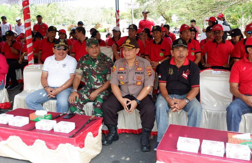 Kapolres Jembrana Menghadiri, Lomba Gerak Jalan 8 Km Tingkat SMP/MTs, Darma Wanita, Dan Karyawati Se-Kab. Jembrana/fajarbadung.com