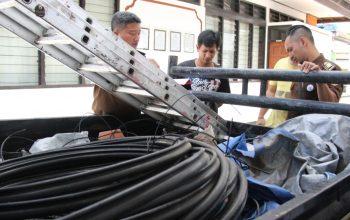 Polisi Serahkan Tersangka & Barang Bukti Tahap II Kasus Pencurian Kabel Telkom Ke Jaksa/fajarbadung.com