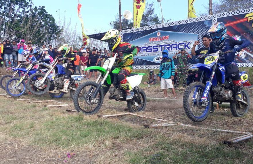 Kejurnas Grasstrack Dan Motocross Region 3 Putaran I Digelar Di Sirkuit Perancak/fajarbadung.com