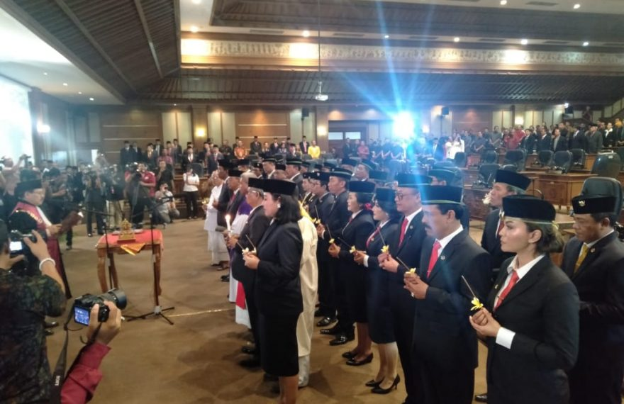 Pelantikan Dan Pengambilan Sumpah Anggota DPRD Badung Periode 2019 - 2024/fajarbadung.com