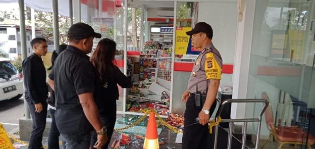 Atensi Pengerusakan Toko Modern Bhabinkamtibmas Kelurahan Seminyak Berikan Pengamanan/fajarbadung.com