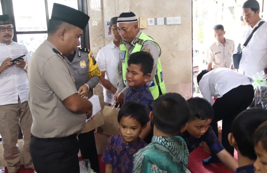 Kapolresta Denpasar Berikan Santunan Kepada Anak Yatim/fajarbadung.com