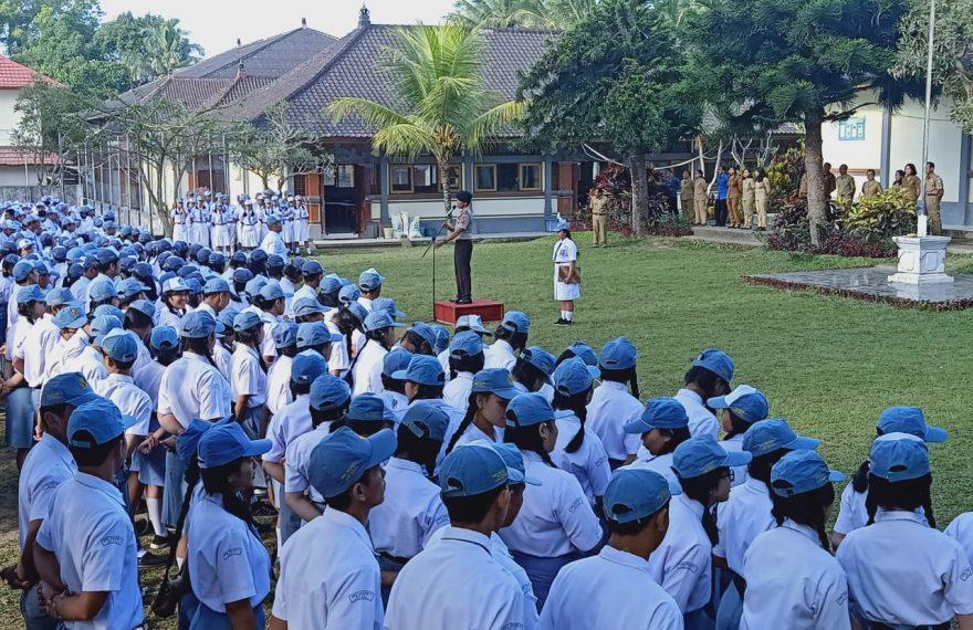 Kapolsek Susut Ajak Pelajar Berprilaku Tertib Dan Disiplin Serta Jauhi Narkoba/fajarbadung.com