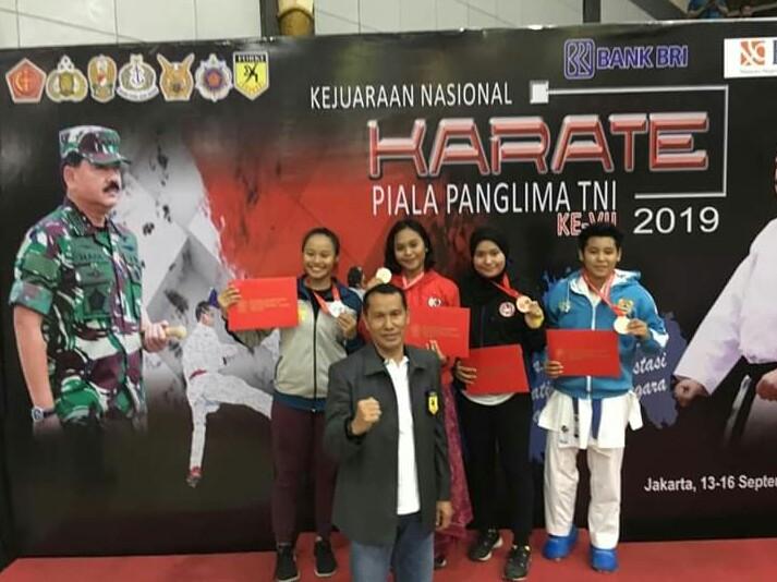 Srikandi Brimob Polda Bali Raih Mendali Emas di Kejuaraan Nasional Karate Piala Panglima TNI ke VIII 2019/fajarbadung.com