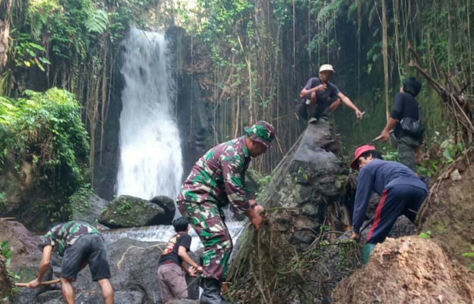 Kembangkan Wisata Air Terjun Tegal Sepih, Kodim Gianyar Lakukan Karya Bhakti/fajarbadung.com