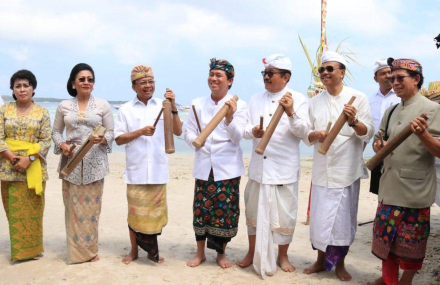 Koster Tegaskan Kebut Pembangunan Infrastruktur Pariwisata Nusa Penida/fajarbadung.com