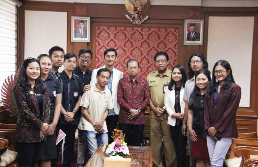 Gubernur Koster Harapkan Mahasiswa Tak Terjebak Kegiatan Bersifat Retorika Mengambang/fajarbadung.com