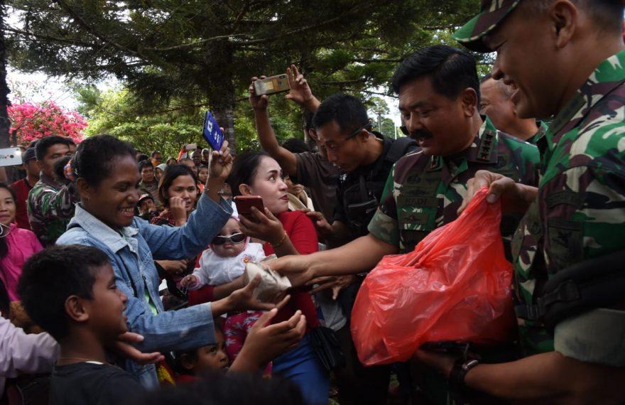 Panglima TNI Kunjungi Kodim 1702/Jayawijaya, Guna Berdialog Dengan Pengungsi Kerusuhan Wamena/fajarbadung.com