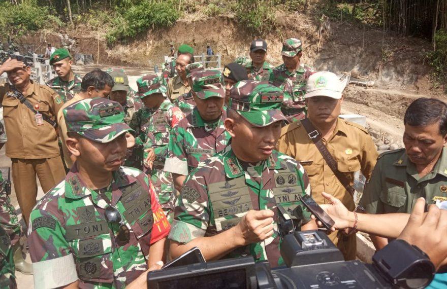Pangdam IX Udayana : Partisipasi Masyarakat Menjadi Salah Satu Indikator Keberhasilan TMMD/fajarbadung.com