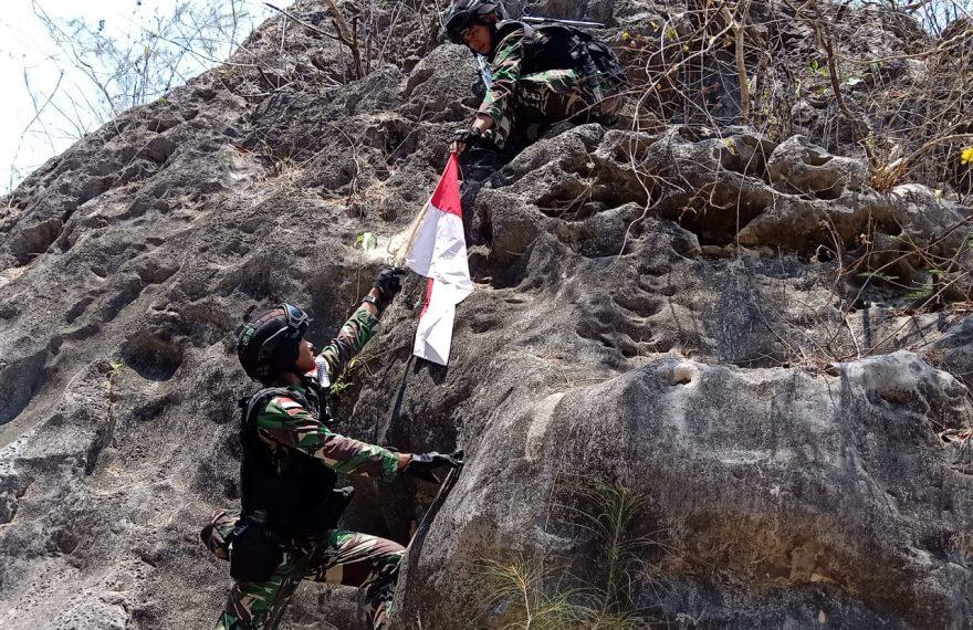 Terjalnya Bukit dan Curamnya Lembah Tak Memupus Semangat Personil Satgas Yonif Raider 142/KJ Dalam Memastikan Patok Batas RI-RDTL/fajarbadung.com