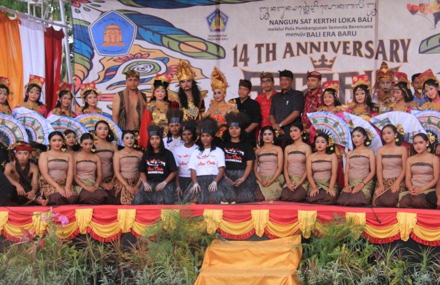Siswa Asal Papua Meriahkan Acara Ulang Tahun SMK N 2 Bangli /fajarbadung.com