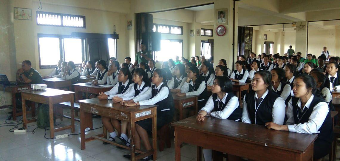 Kodim Badung Edukasi Wasbang Siswa SMK PGRI 1 Badung/fajarbadung.com