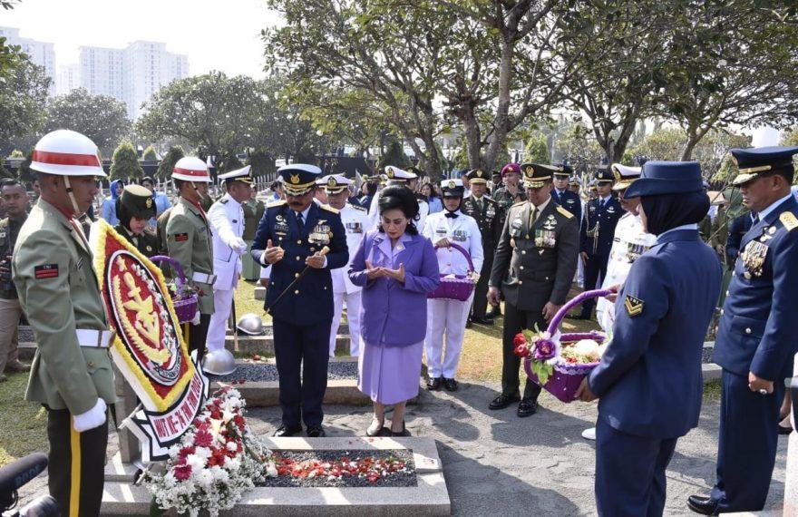 Panglima TNI Ziarah ke Makam Mantan Presiden ke-3 Republik Indonesia/theeast.co.id