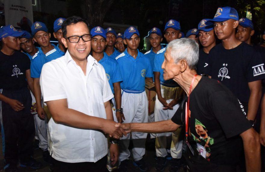 Kakek Usia 79 Tahun, Ikuti Gerak Jalan Perjuangan Mojokerto Suroboyo Tempuh Jarak 51 KM/fajarbadung.com