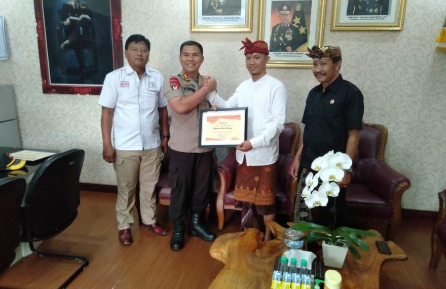 Kapolres Badung Menerima Penghargaan dari Komisi Pemilihan Umum Kabupaten Badung/fajarbadung.com