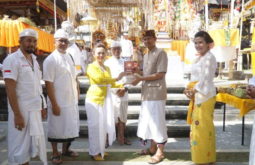 Kapolres Terima Buku Begawad Gita Dari Yayasan Dharma Sthapanam/fajarbadung.com