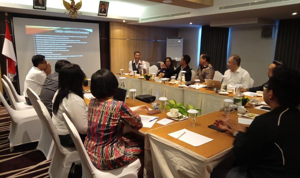 Green Conference Fokus Firman Sinaga, SST.Par.,M.Si.Par.,CHT Raih Kandidat Doktor/fajarbadung.com
