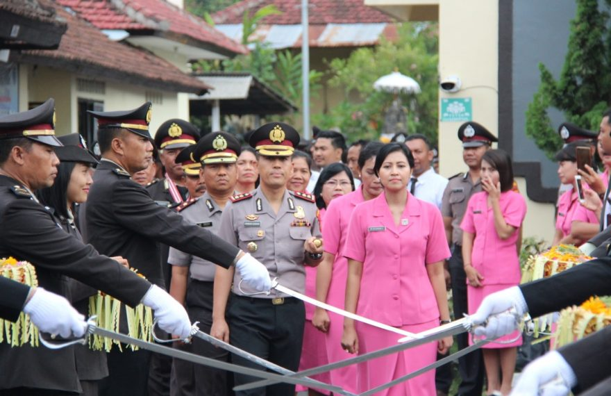Kapolres Klungkung Pimpin Pedang Pora Pelepasan Purna Bhakti Anggota/fajarbadung.com
