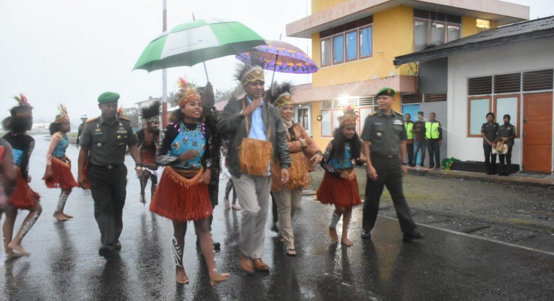 Tarian Adat Suku Arfak, Sambut Kasdam Baru Papua Barat/fajarbadung.com