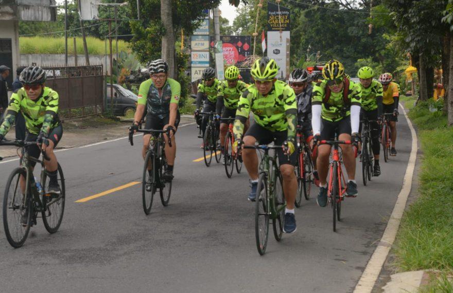 Kodam IX/Udayana Pupuk Keakraban dan Kebersamaan Melalui Olahraga Bersepeda/fajarbadung.com
