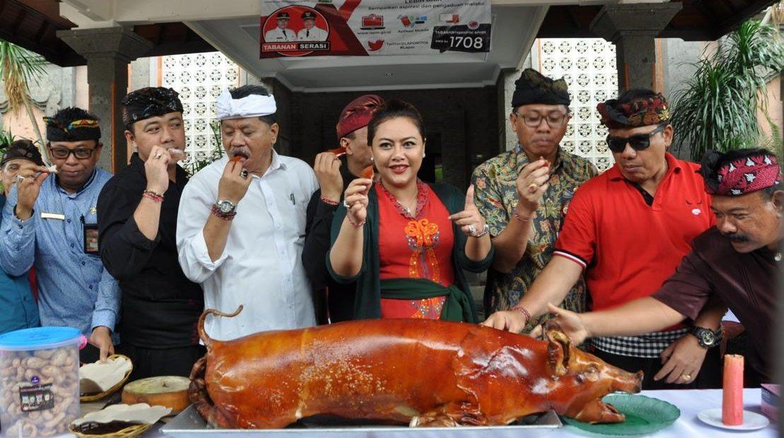 Pemkab Tabanan Gelar Makan Daging Babi Bersama/fajarbadung.com
