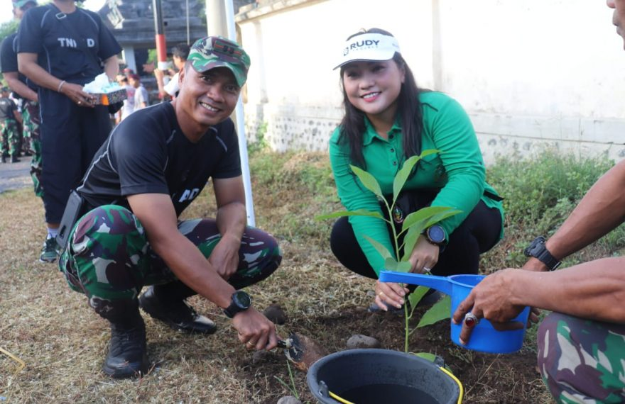 Kodim Klungkung dan Komponen Masyarakat Tanam Pohon di Dusun Sidayu/fajarbadung.com