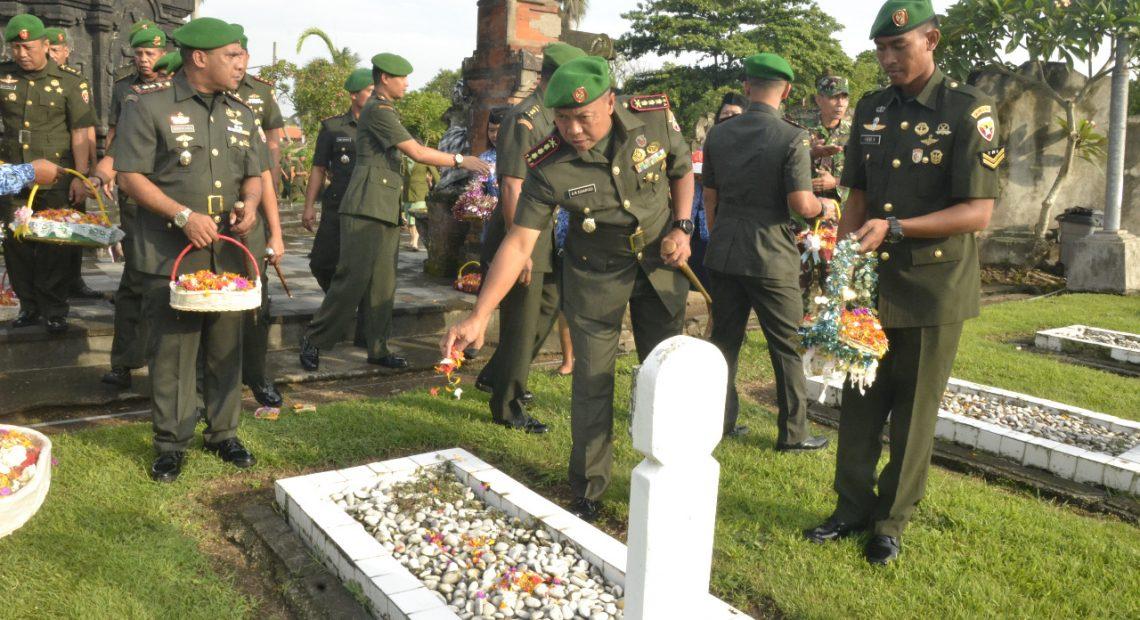 Ziarah Rombongan Implementasi Penghormatan Jasa Para Pahlawan/fajarbadung.com