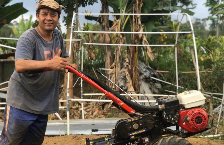 Petani Milenial Bali, Main Internet Bisa dari Kebun/fajarbadung.com