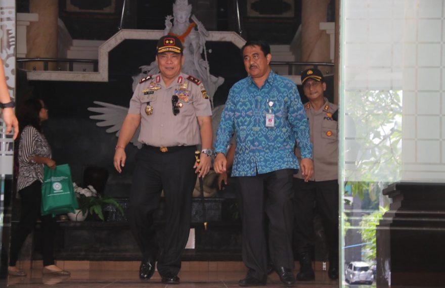 Kunjungi Fakultas Kedokteran Universitas Udayana, Kapolda Bali Minta Masyarakat Jangan Panik Hadapi Korona/fajarbadung.com