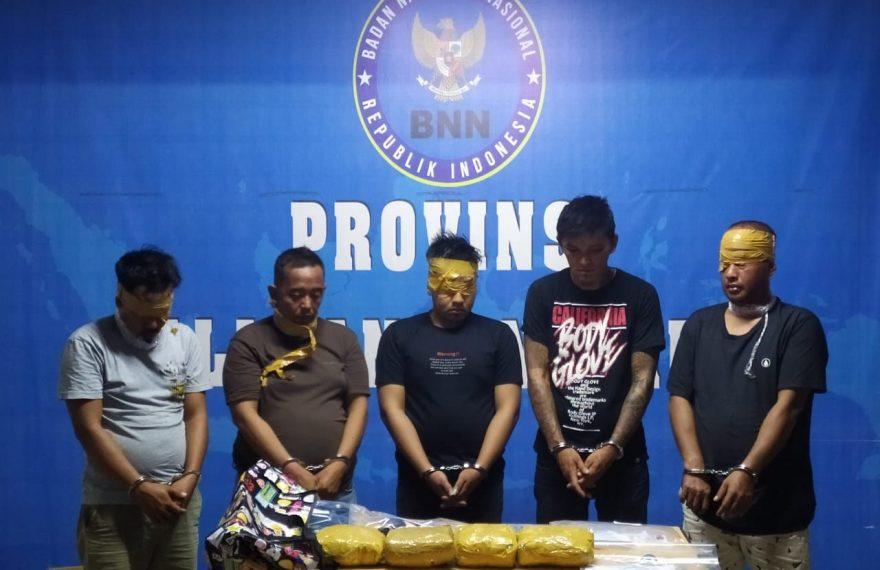 BNN Kalbar Amankan 5 Pelaku dan 4 Kg Sabu Asal Malaysia/fajarbadung.com