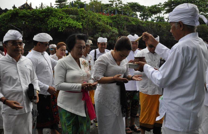 Lagi, Bupati Eka Melaksanakan Wisata Spiritual/fajarbadung.com