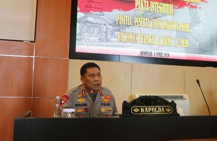 Kapolda Bali Menghadiri Pengambilan sumpah, Pembacaan dan Penandatanganan Pakta Integritas Panitia, Orang Tua/Wali dan Peserta Seleksi Penerimaan Bakomsus Bidan dan Perawat Polri T.A. 2020/fajarbadung.com