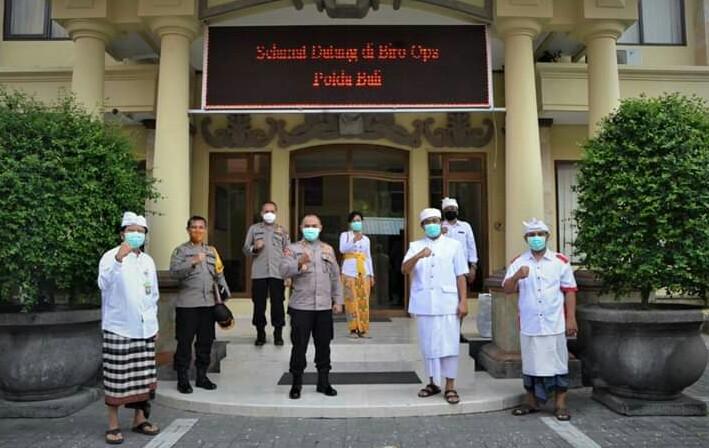 Polda Bali Terima Bantuan 3000 Masker dari FK Unud dan IDI Cabang Denpasar/fajarbadung.com