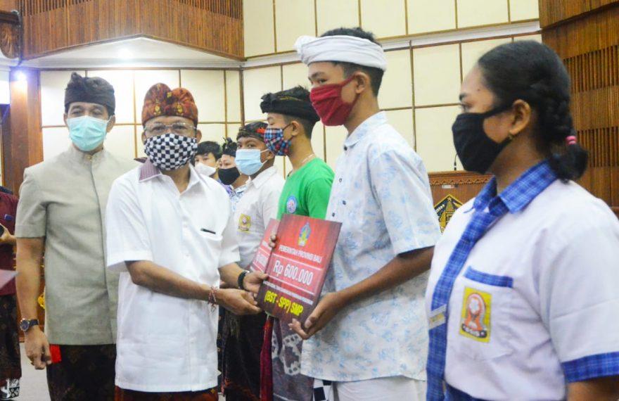 Bali Jadi Satu-Satunya Provinsi di Indonesia yang Menyalurkan Bansos untuk Siswa dari SD Hingga SMA/fajarbadung.com