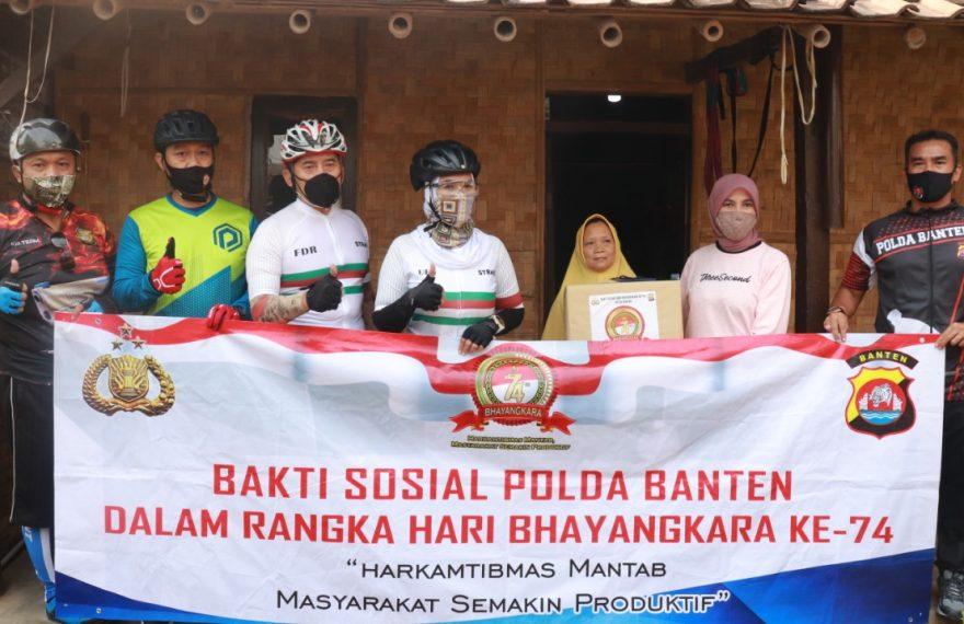 Sempat Terkejut Didatangi Kapolda Banten, Odah, Akhirnya Bahagia Dapat Sembako/fajarbadung.com