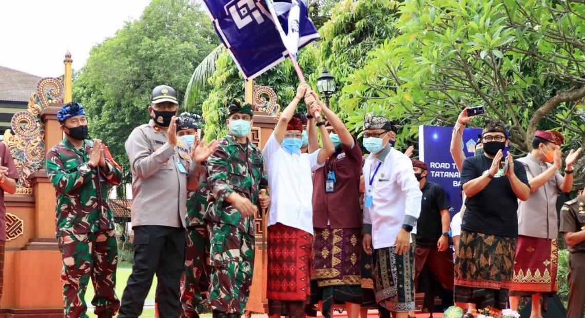 Gubernur Bali Lepas Konvoi Ratusan Mobil Kuno ke Tiga Obyek Pariwisata Bali untuk Awali New Normal/fajarbadung.com
