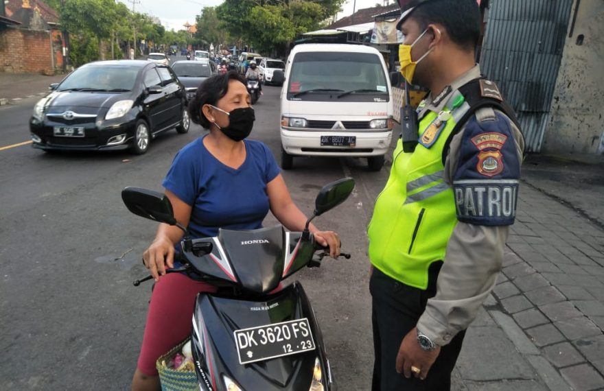 Satlantas Polres Badung Terus Beri Teguran Simpatik dan Imbauan/fajarbadung.com