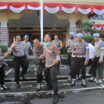 Kapolres Roby Siram Kasipropam, di Halaman Mapolres/fajarbadung.com