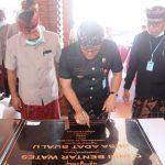 Tandatangani Wantilan Balai Desa di Bualu, Bupati Giri Prasta Komitmen Bantu Peningkatan Pendapatan Desa Adat/fajarbadung.com