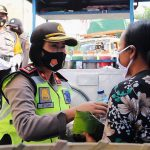Sambut HUT Polwan Ke -72, Srikandi Polres Badung Semprotkan Disinfektan/fajarbadung.com